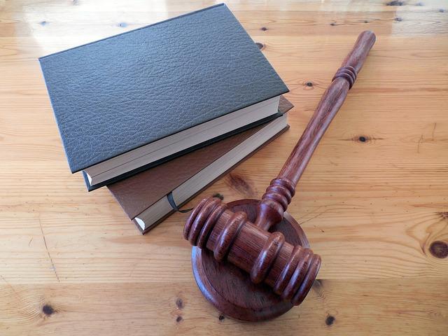 accessoires représentatifs de la justice pour symboliser les mentions légales